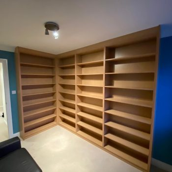 Bookcase with adjustable shelves manufactured using Egger MFC