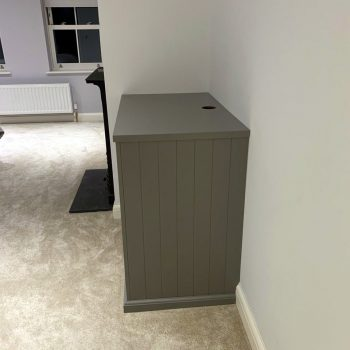 Fitted chest of drawer unit with V groove end panel