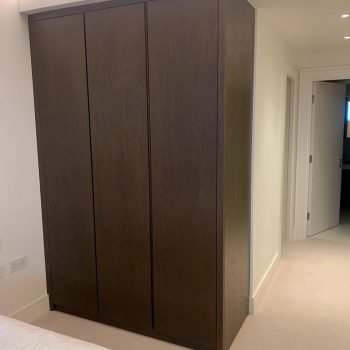 Oak wardrobe with recessed finger pull handles